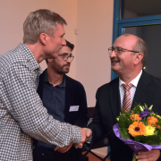 Vorstand H.-U. Schramm dankt Laudator Robert Sorg (Mitte) und Adam Noack